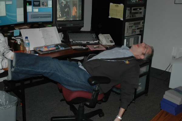These People Snapped Sleeping At Work Will Give You Workgoals
