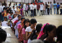8000 Queue Up To Attend HCL's Placement Drive In Bangalore
