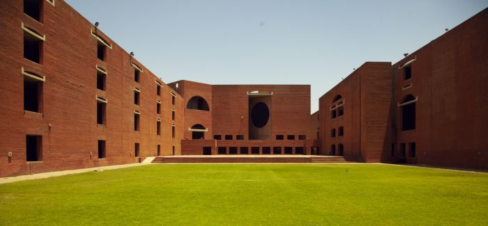 IIMA sings MoU to establish its first Extension center in Dubai